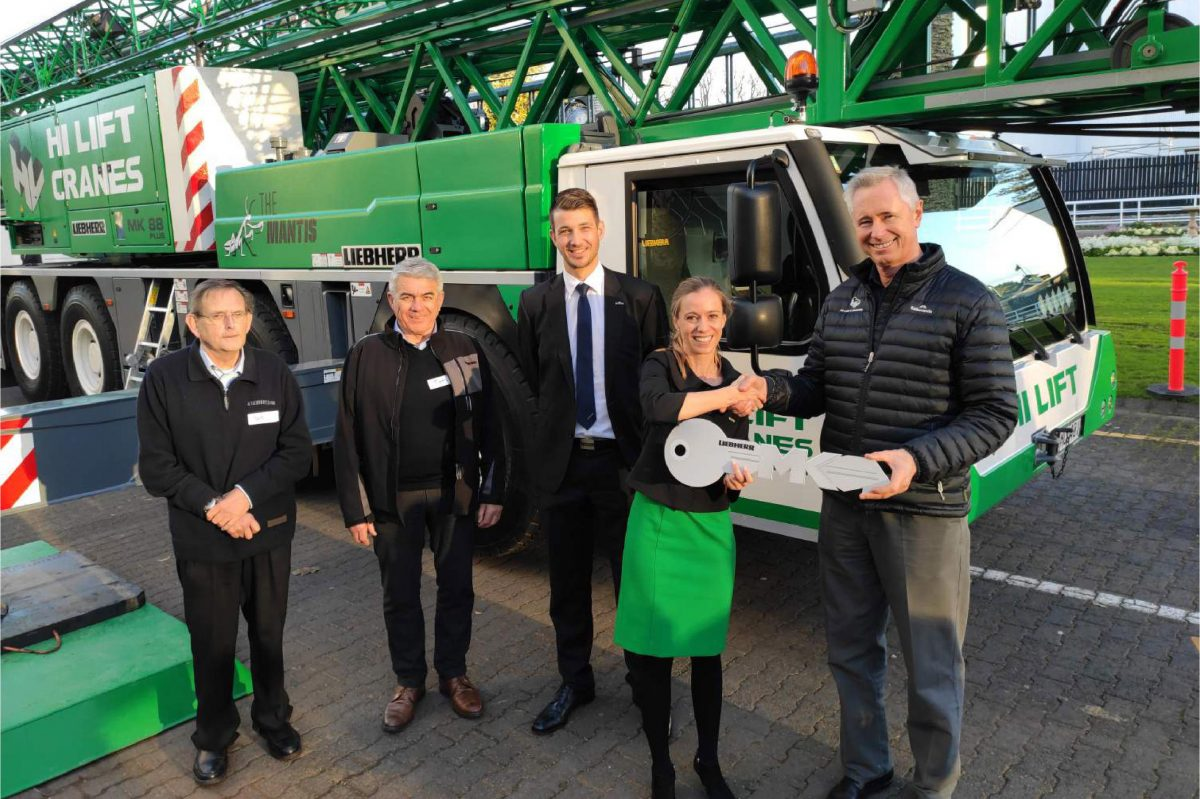 f.l.t.r.: Bill Houlker (Liebherr), Tom Curran (Hi Lift), Thomas Schröder, Aleksandra Meissner (both Liebherr) and Barrie Mabbott (Hi Lift).