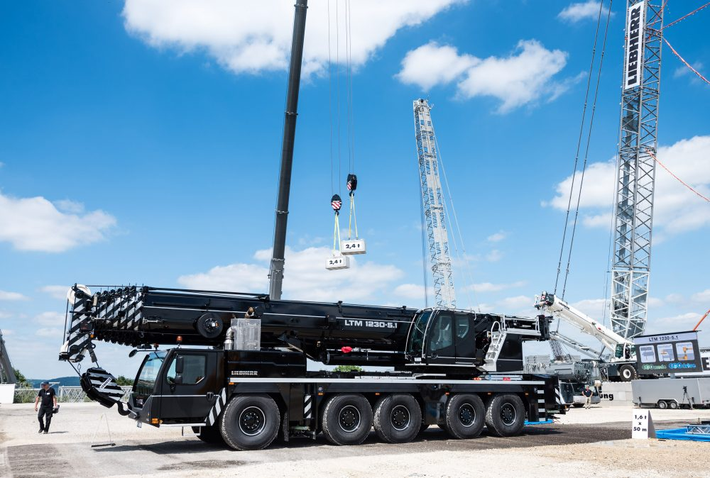 The new Liebherr LTM 1230-5.1 is an ideal crane for working on steep gradients and large hook heights, for example for erecting tower cranes or maintenance work for wind turbines.