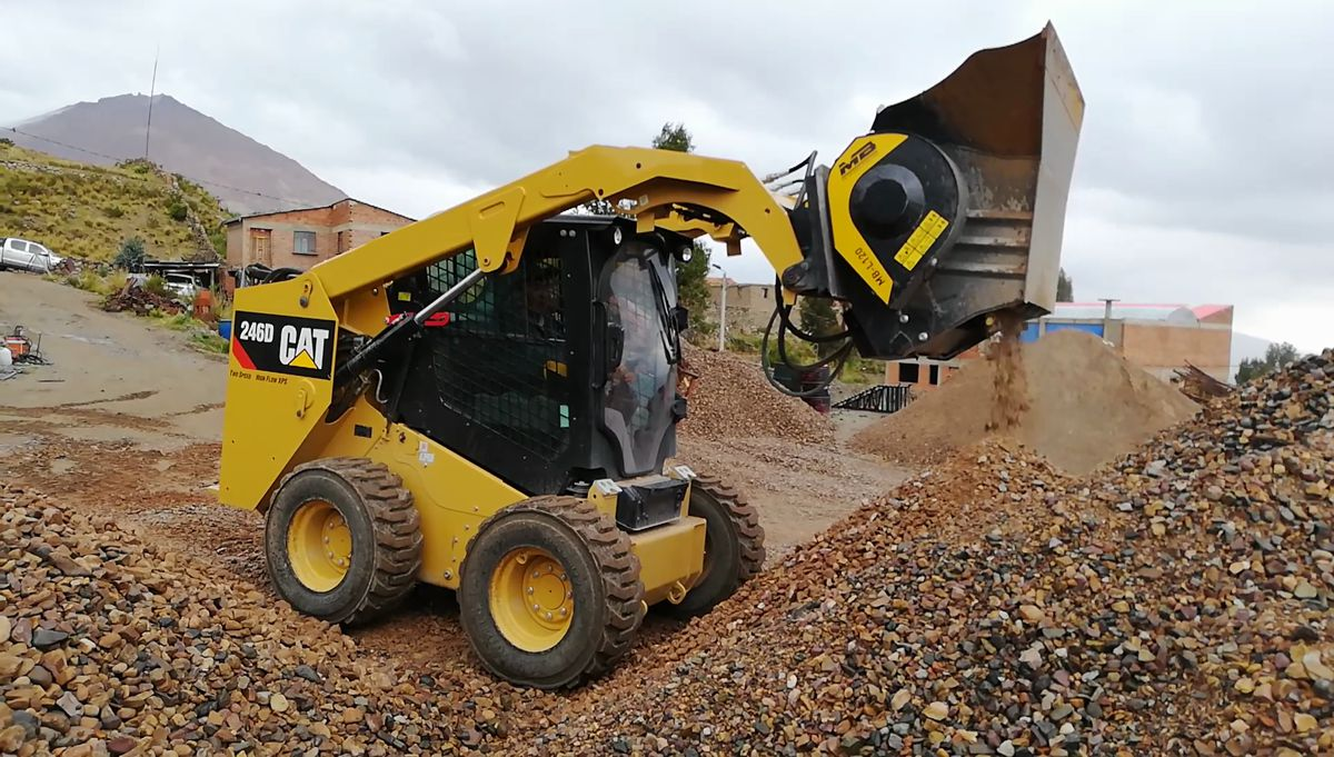 Top tips for using skid steers, loaders and backhoe loaders to their fullest